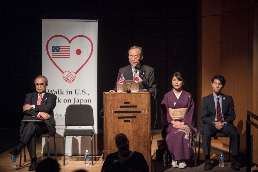 Akio Ogasawara speaks at the podium