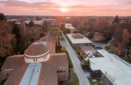 A late-fall sunset blankets campus in beautiful sunlight. (Jessica Bartlett / University Photographer)