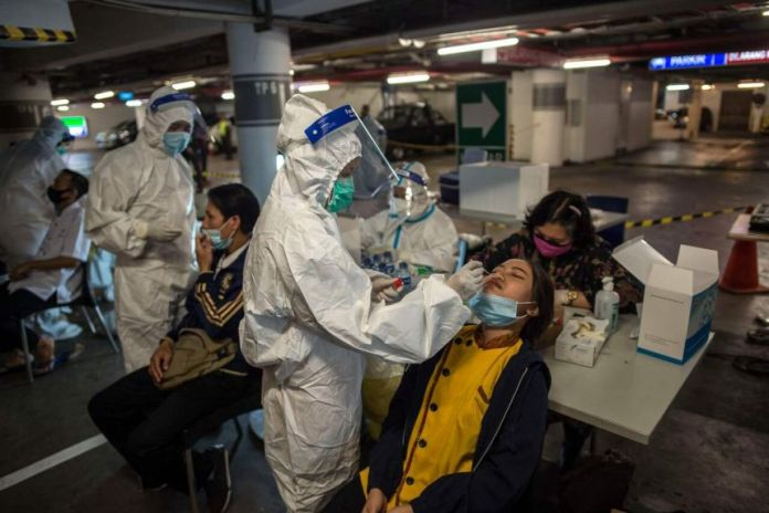 Indonesia Faces Lack of COVID-19 Vaccines, Foreign Nationals Leave the Country Amid the Crisis Situation