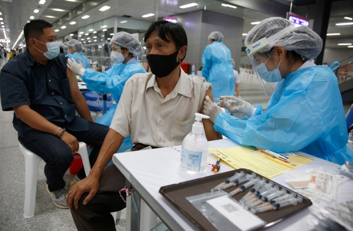 Thailand Planning to Mix Two COVID-19 Jabs for Better Immunity, Experts Issue Warning