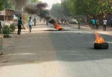 Protesters burning car tires in the streets of Chad's capital N'Djamena on April 27