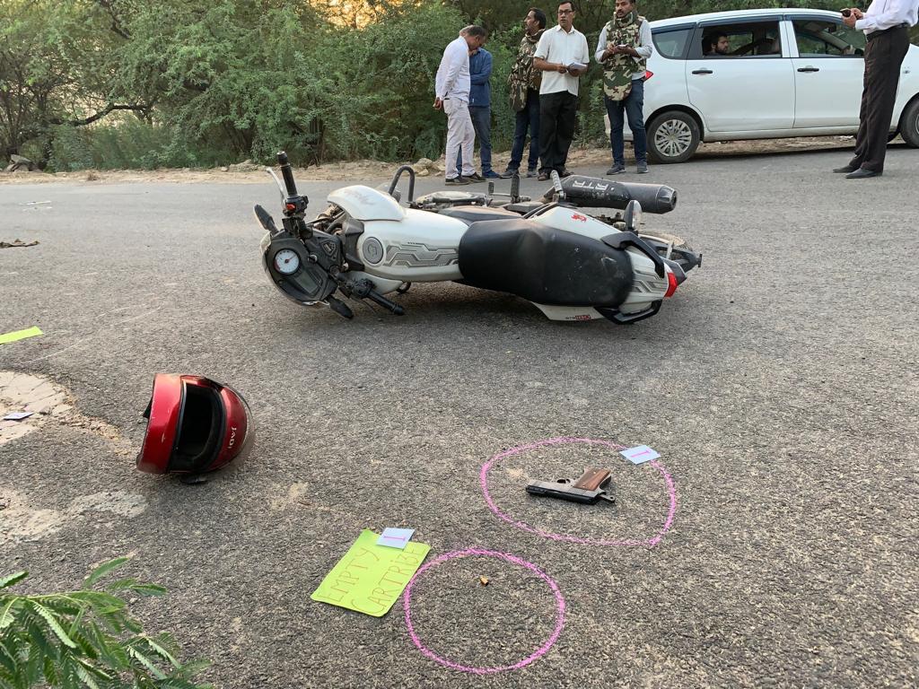 दिल्ली पुलिस और बदमाशों के बीच ज़बरदस्त मुठभेड़,1 लाख ईनामी और 50 हज़ार ईनाम,दोनो सगे भाई  घायल