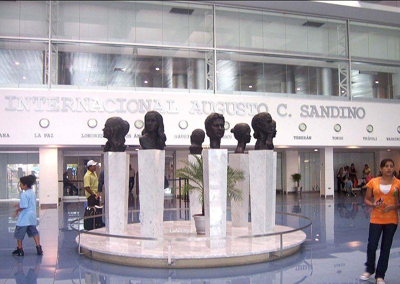 800px-Sandino_International_Airport_-_Sculptures