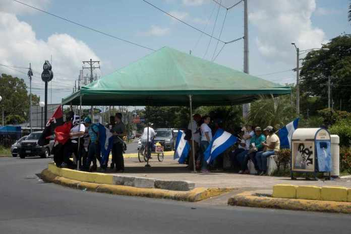 """Public Employees in Nicaragua: """"We're Also Victims"""""""