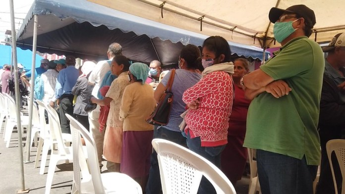 "INSS Promotes Crowds of the Elderly: ""It's Criminal"", says Epidemiolgist"