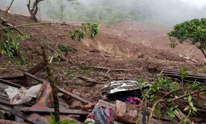 At least twelve dead in the landslide of the Peñas Blancas; feared up to 30
