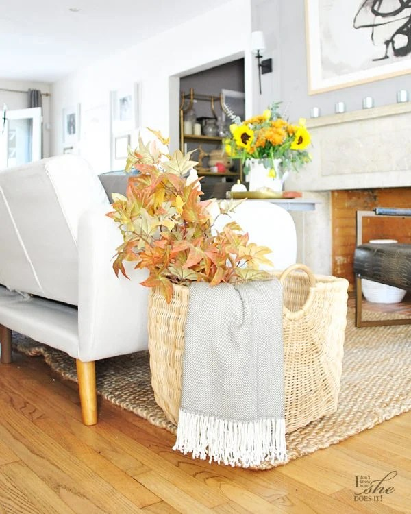Easy Fall Decorating Ideas from I Don't Know How She Does It.
