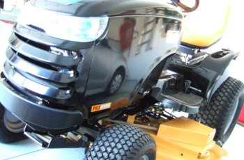 2011 Craftsman Professional Garden Tractor 54 inch 30 hp Model 28985 Review 3