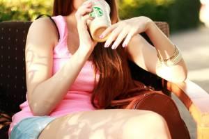 Girl holding starbucks drink