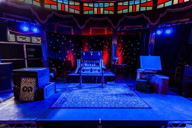 Magic Show at the Turn Pot 01