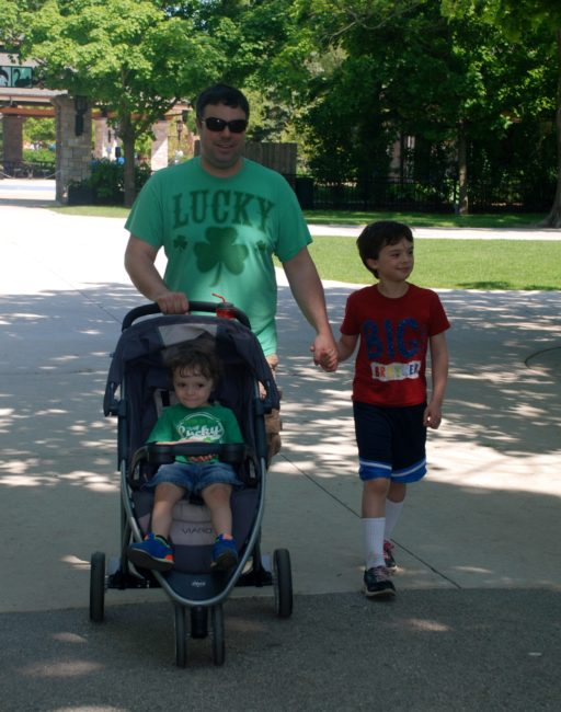 Chicago City Guide sponsored by Chicco #ChiccoKidsCityGuide [ad] - walking at Brookfield Zoo