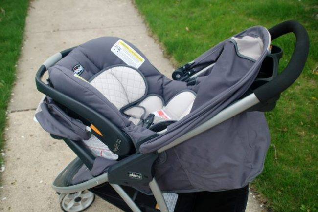 Chicago City Guide sponsored by Chicco #ChiccoKidsCityGuide [ad] - stroller with carseat