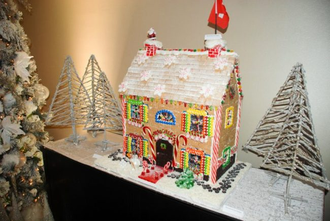 Giant gingerbread house at Swissotel Chicago
