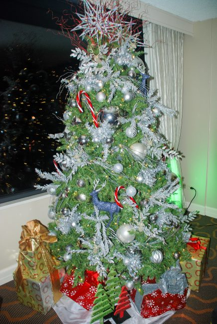 99 cent store christmas tree giveaway in chicago