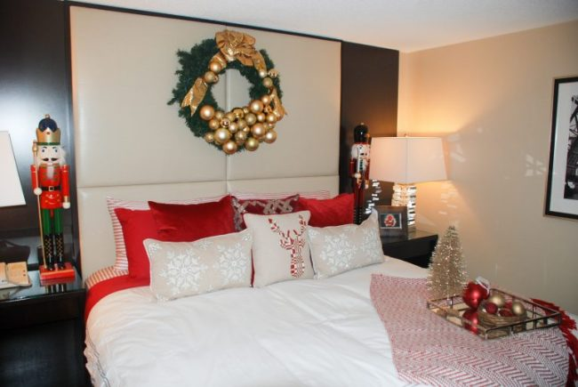 Santa Suite at the Swissotel Chicago - bed with Christmas decorations