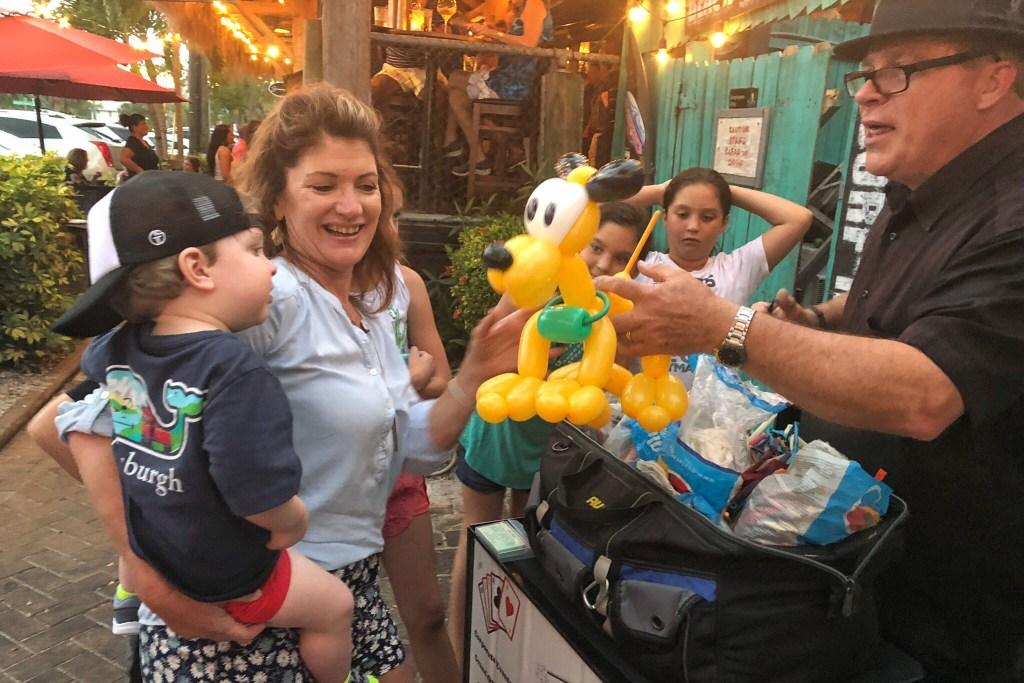 Balloon guy Kid-Friendly Restaurants in Siesta Key