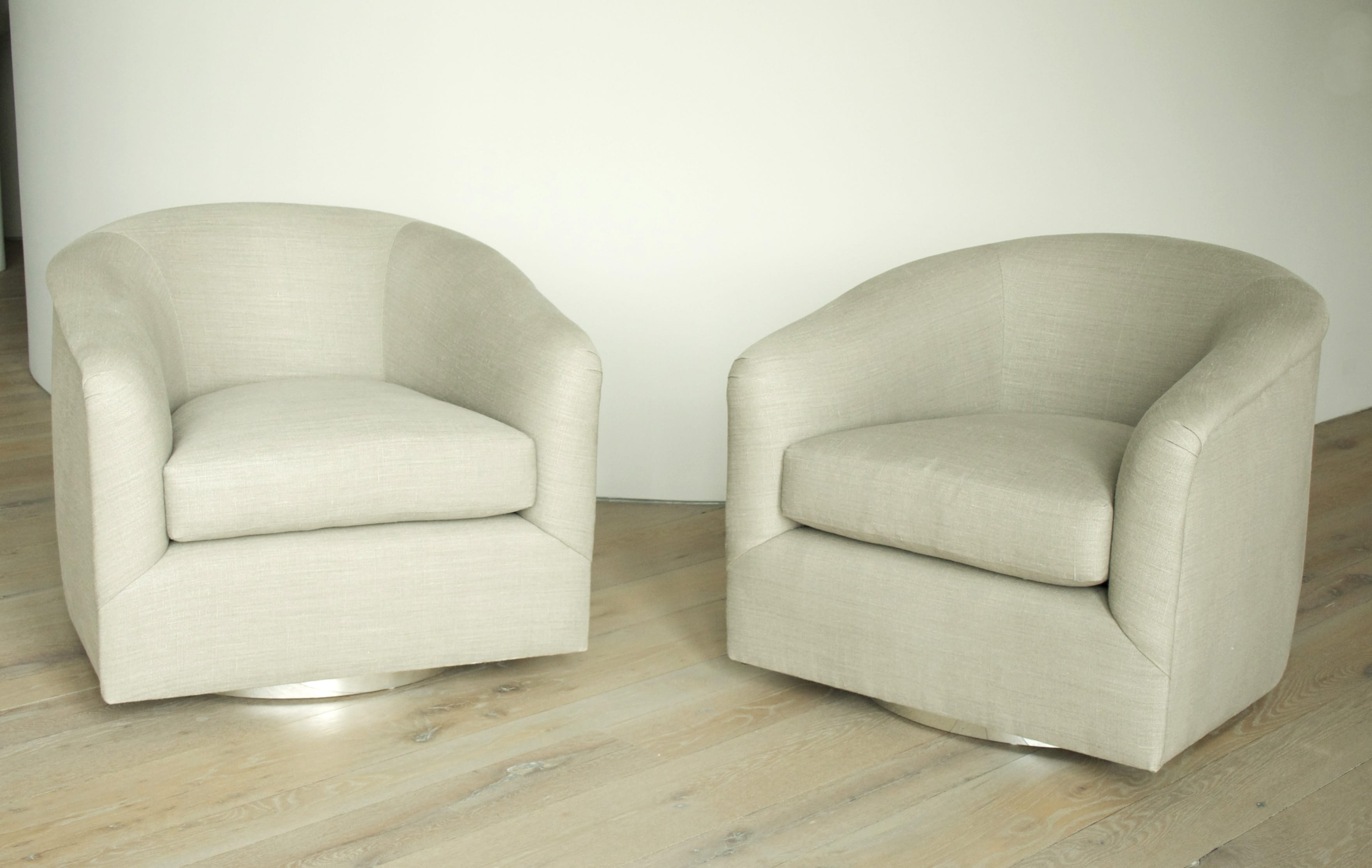 Milo Baughman Pair of Swivel Chairs in Linen USA ca