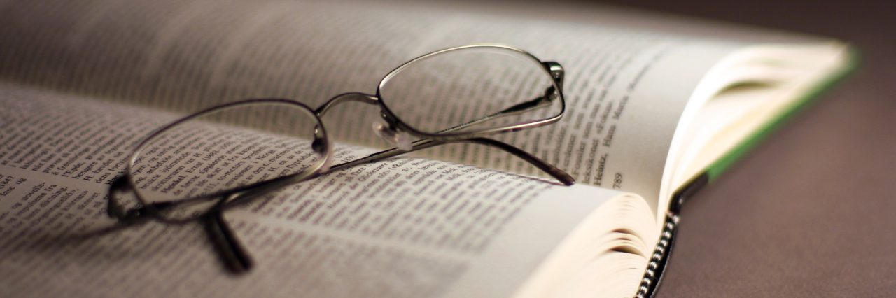 cropped-book-s-and-glasses-2-1482593.jpg