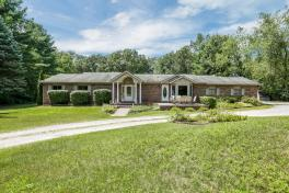 SOLD | 2001 Marble Ct, Commerce, MI | Expansive Ranch on an Acre