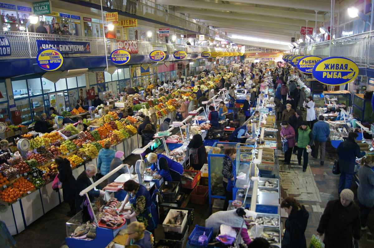 Market in Saratov by Tatters
