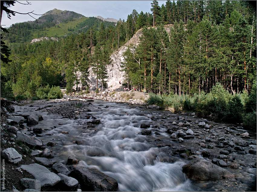 The Mineral Springs are located in the Kyngara river-valley