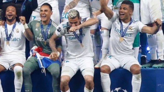 VIDEO: Otra mofa más hacia Theo: lo tiran del escenario mientras celebra la Champions 1