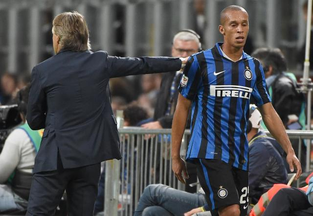 Inter Milan's defender Joao Miranda de Souza Filho (R) passes by head coach Roberto Mancini as he leaves th epitch after reciving a red card during the Serie A soccer match between Inter Milan and Fiorentina at the Giuseppe Meazza stadium in Milan, Italy, 27 September 2015. ANSA/DANIEL DAL ZENNARO