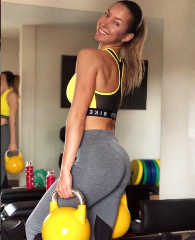 GALERIA: La afición del Atlético se enamora de Patricia Noarbe, la novia fitness de Marcos Llorente