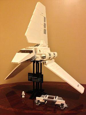 Imperial Shuttle 10212 volando