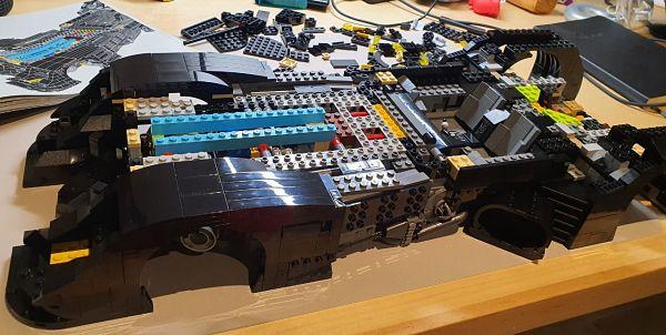 Disfrutando de montar el LEGO 76139