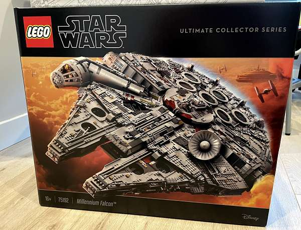 Caja del Halcon Milenario de LEGO 75192