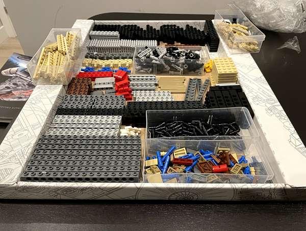Piezas de la primera bolsa del Halcon Milenario de LEGO