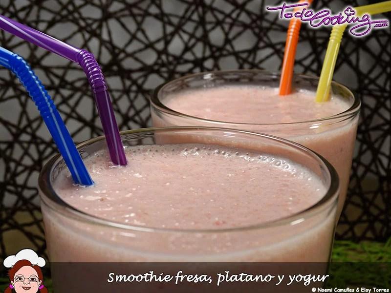 Smoothie de fresas y plátano con yogur