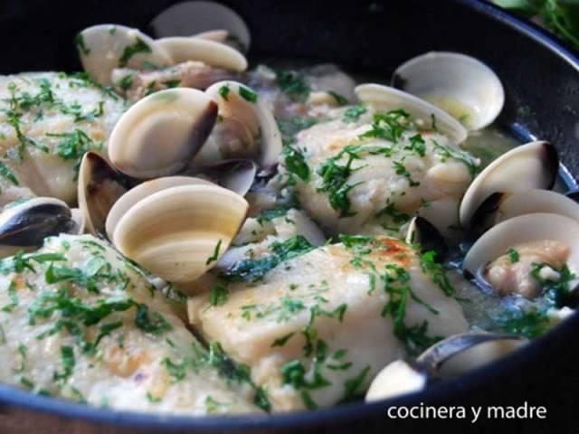 ##Merluza-con-almejas-en-salsa-verde pescados y marisco