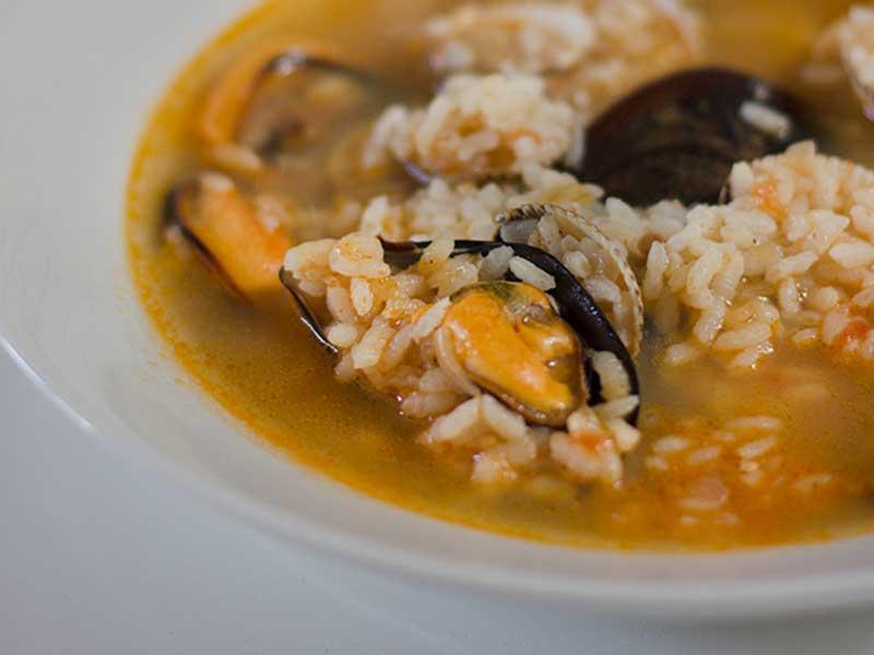 ##arroz-caldoso-con-mejillones pescado y marisco