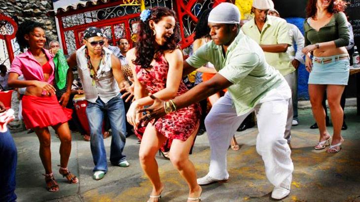 Bailarines bailando Rumba