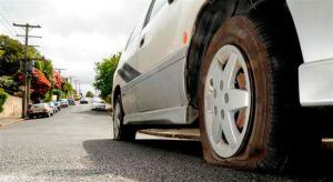 hay gente que `pueda pinchar tu rueda a propósito para luego ofrecerte su ayuda (foto: UPSOCL)