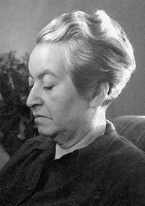 Grabriela Mistral, poeta chilena ganadora del premio Novel de Literatura