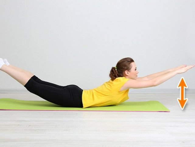 7 Ejercicios Efectivos Para Acabar Con Los Pliegues De La Espalda y Los Lados