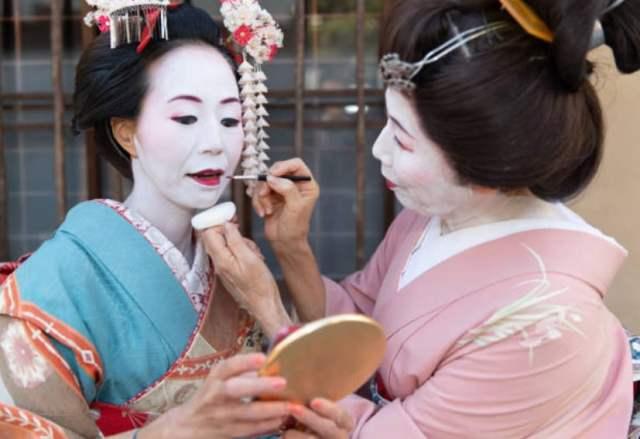 geishas make up maiko