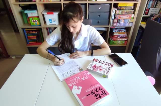 girl japanese study, estudiar japones