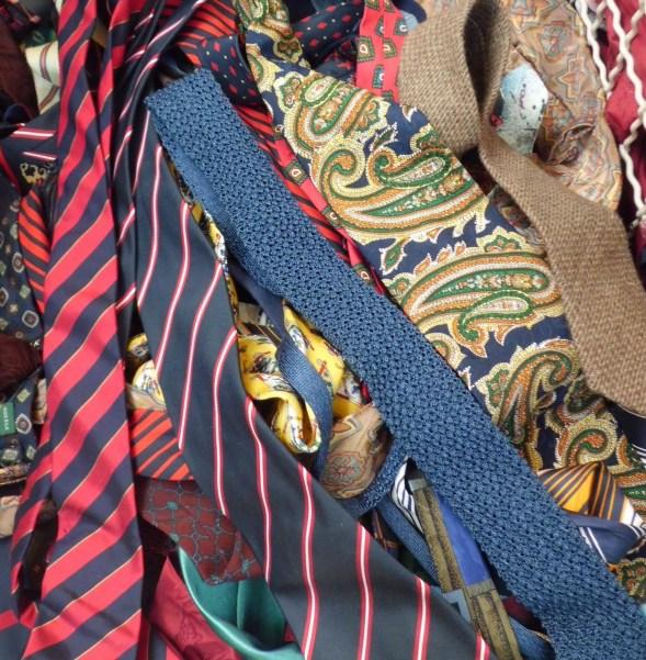 Lass corbatas mejor comprarlas en un mercadillo