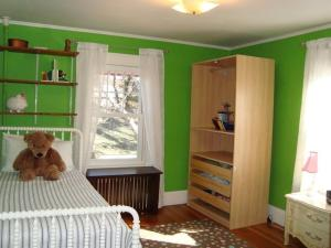 This is the same room after market prep and how a home for sale should present.