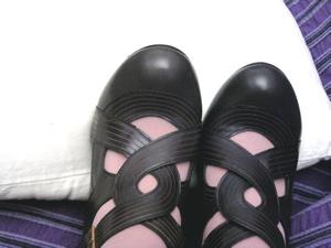 Mihara_grey_pumps