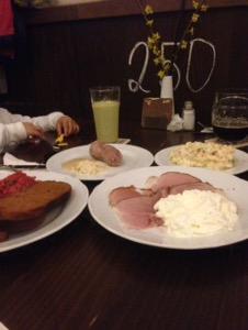大人気予約必須!プラハで美味しいチェコ料理を食べながら美味しいビールを飲むならLokál Dlouhá