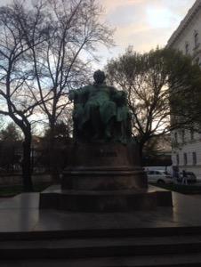 ウィーン早朝ランゲーテの銅像
