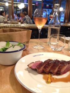 鴨好きならここは外せません!パリでお得に美味しい鴨料理をいただくなら!絶対にここ!Canard & Champagneで鴨とシャンパン最高の組み合わせを堪能。