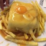 一度は食べたいポルトの名物B級グルメ「フランセジーニャ」@カフェ・サンティアゴ(Cafe Santiago)