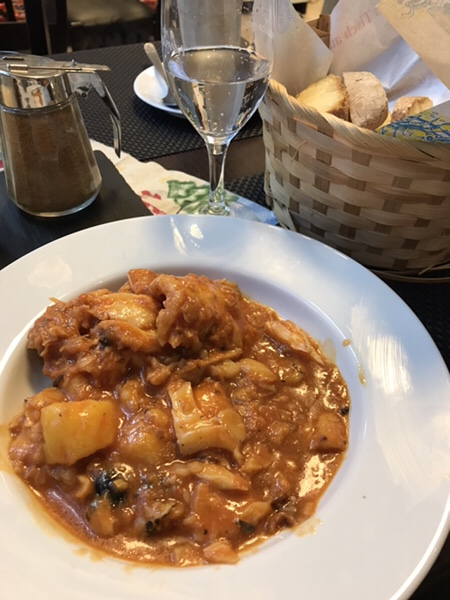 シチリアの冬の風物詩バッカラ(Baccala)のトマトソース煮込み