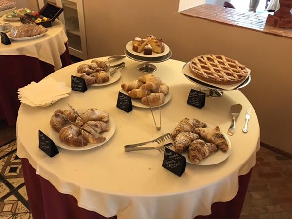 vulcano hotel garden breakfast